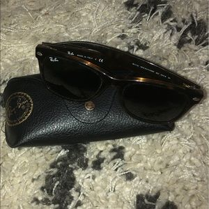 NWOT Ray-Ban Sunglasses, RB2132 NEW WAYFARER😎
